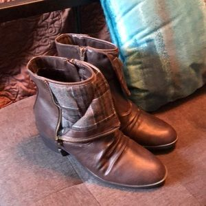 Life Stride Brown Flannel Accent Booties 8.5